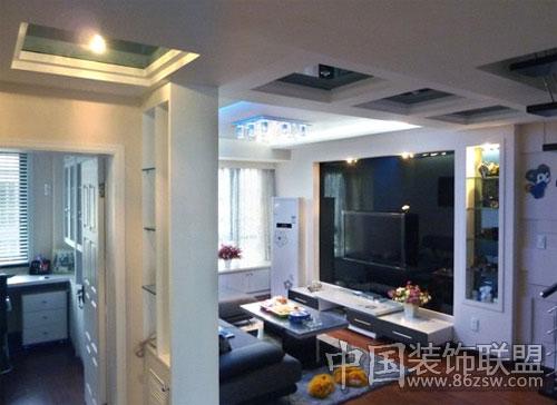 ?#32972;?#30005;视墙和墙顶设计成玻璃就是因为感觉客厅面积小, 想用玻璃发挥