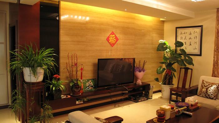 胶合板,细木工板或其他实木板材上面,经热压而成的装饰板,因此免漆板