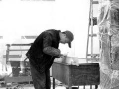 春节临近赶进度 装修工人成抢手货