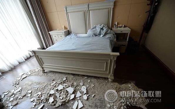 千万元购置精装房 天花板石膏大面积脱落