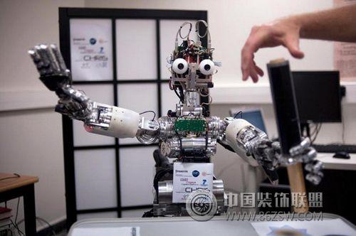"""装修机器人""""达芬奇1号""""长沙面世"""