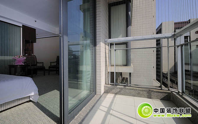 客房前的简易阳台 阳台装修效果图 www.86zsw.com