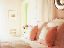 淡粉色温馨的公主房