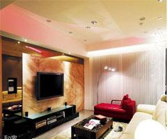 在家中看美丽极光 白领公寓里的个性客厅