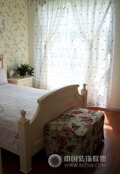 欧式田园风格三居室欧式卧室装修图片