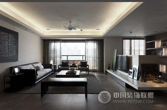 设计理念: 中式风格气势恢弘、壮丽华贵。但为了达到舒适的目的,现代家居设计会将中式的尊贵和现实的使用需求相结合。中式悠然大器的风范如何与现代休闲调性作连结?且看中国装饰网设计师的匠心独具的巧妙规划!