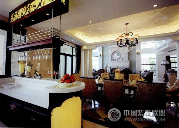 杭州西湖边的奢华别墅欧式餐厅装修图片
