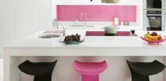 用粉红色装饰自己家的厨房