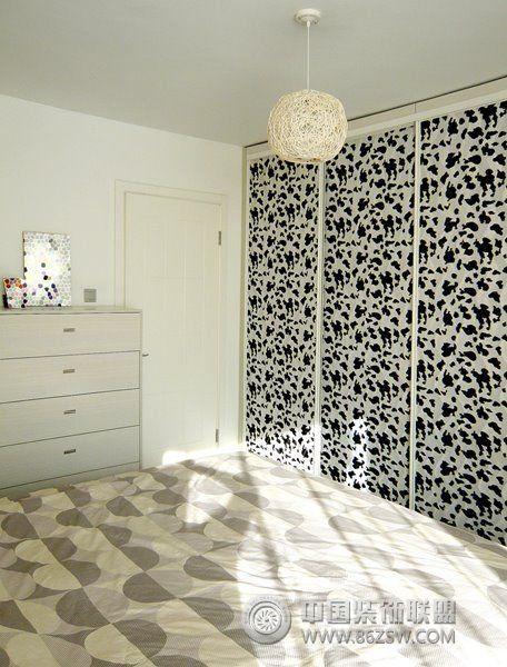 55平米黑白灰小家 客厅装修效果图
