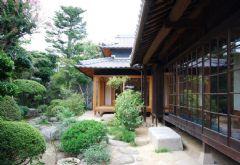 日本木质与玻璃结构度假屋
