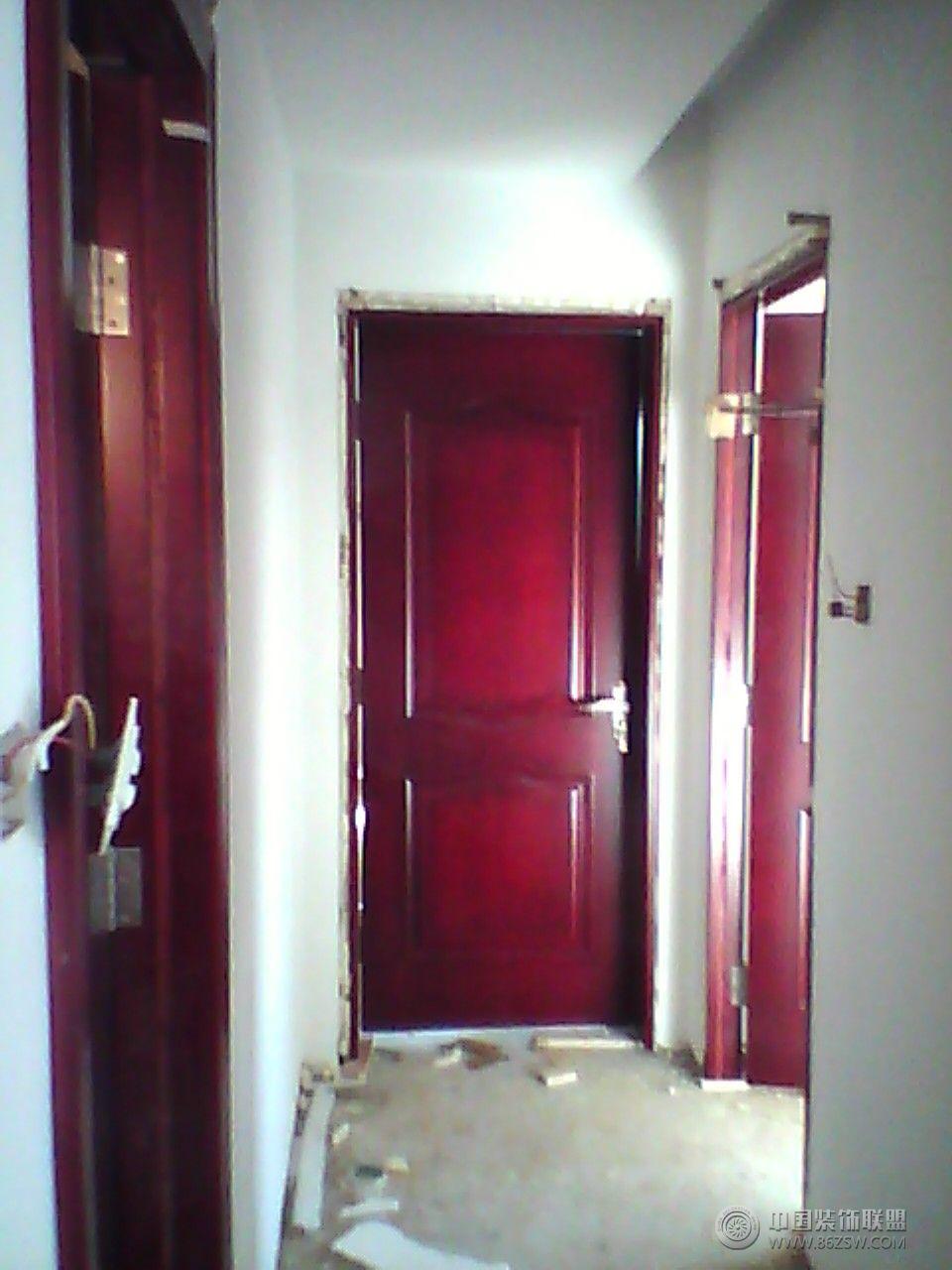 红色门的装修搭配图
