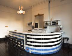 中世紀風的混搭式酒吧