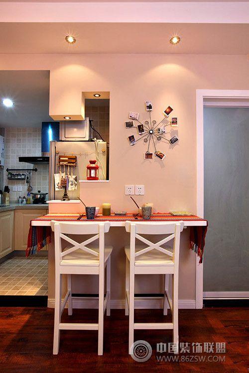 红色现代婚房客厅装修图片