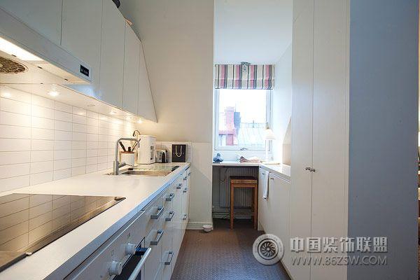 85平巴黎迷彩之家现代厨房装修图片