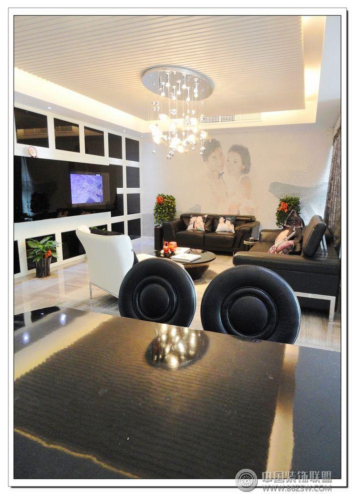 120平现代温馨婚房客厅装修图片