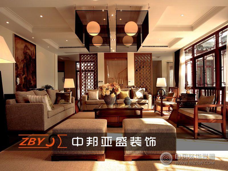 电视背景墙采用胡桃木中式造型窗格与柜子