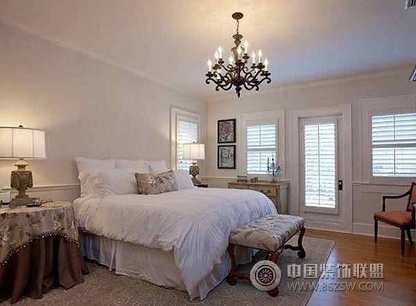 案例:龙湖滟澜山装修效果图 类型:家装风格:欧式风格 空间:卧室