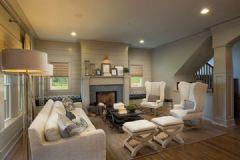 木制条纹墙面突显层次的手工艺美式公寓