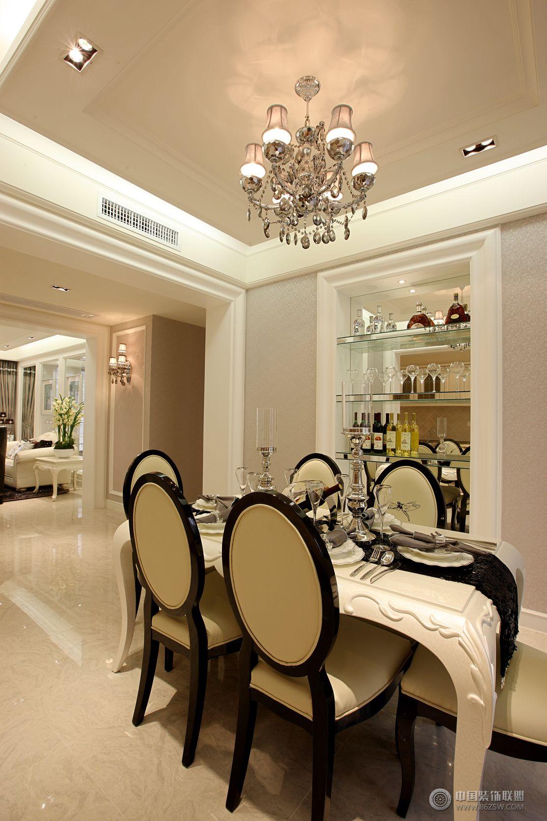 现代欧式风格三居室装修效果图-客厅装修效果图-八六