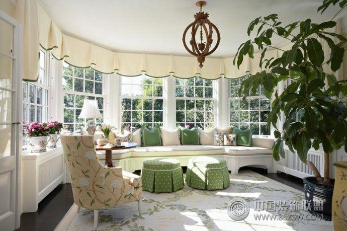 最新创意榻榻米式飘窗设计 客厅装修效果图