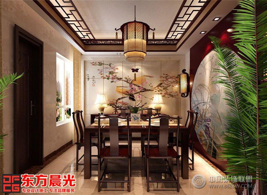 设计理念: 此案设计以古典婉约为基本情调。设计师运用现代的手法将传统元素引入设计,让客户感悟到传统色彩和传统居室格局所体现的古朴之美。此中式风格别墅装修效果图整体室内设计都采用一致的红色调实木家具,和谐交融有相得益彰。步入别墅客厅,首先映入我们眼帘的是背景墙一幅圆形鸟语花香的中式画屏,与红色背景十分相衬。左右各悬挂有精细框制象征着花开富贵的墙画,画框下方设有台灯,散发出明亮的光线。红色实木家具简约大气,软装配饰色彩柔美贴心舒适,中式吊顶和中式吊灯美观大气。 中式风格别墅装修的餐厅设计古典雅韵十足,与客厅如