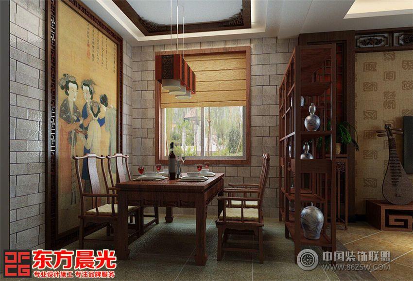 此中式别墅装修设计不要求奢华富丽,但注重感情与内在气质,体现居住者内涵、高洁雅致的生活品味。在有限的空间里功能性、舒适性、观赏性齐全完美结合,演绎传统居室的中国风雅韵。古色古香,各处都展现着古人追求的诗意栖居。 别墅客厅宽敞明亮、小巧温馨。纯洁无暇的窗帘飘逸垂下,此中式别墅装修设计采用借景手法,将窗外的优美景色自然折射到室内,春意怏然生机勃勃。