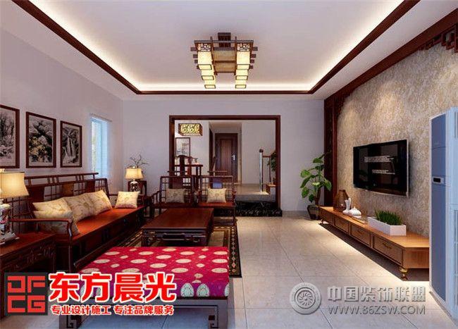 设计理念: 本套北京别墅装修设计案例根据业主需求定义为中式风格,东方晨光的中式设计师运用凝练而简约的装饰手法,将传统古典中式装修风格的浓郁和深沉,在现代技术手法的勾勒渲染下显得更加清新、温馨和优雅。此套北京别墅装修设计效果图中,各个空间色彩的使用尽量追求和谐统一,让室内色调和明度融合为一,从视觉上来说更加赏心悦目,打造出舒适浪漫的高品质别墅家居生活。 合理的简化别墅装修内部的家居装饰配饰让人感觉到具有现代气息的古典韵味和内在奢华,古朴优雅而又兼具时尚的美感,用简单的造型和装饰衬托出整个中式风格北京别墅装修