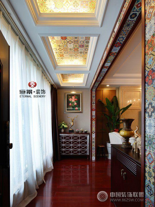 泰式风格小砖拼贴带来的缤纷色彩,夸张浓艳的花型元素,还是客厅里黑金图片