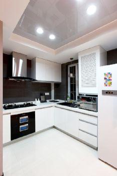 126平现代低调温馨居现代厨房装修图片