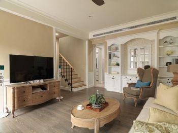 83平简欧复式温馨家欧式客厅装修图片