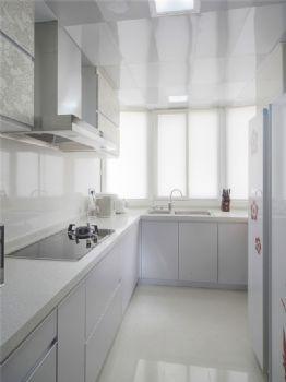 156平现代简约复式宜居现代厨房装修图片
