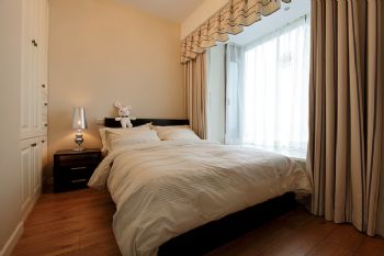 92平简约婚房简约卧室装修图片