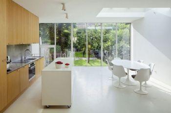 带滚轮的岛式厨房现代厨房装修图片