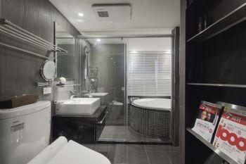 132平现代复式装修案例现代卫生间装修图片