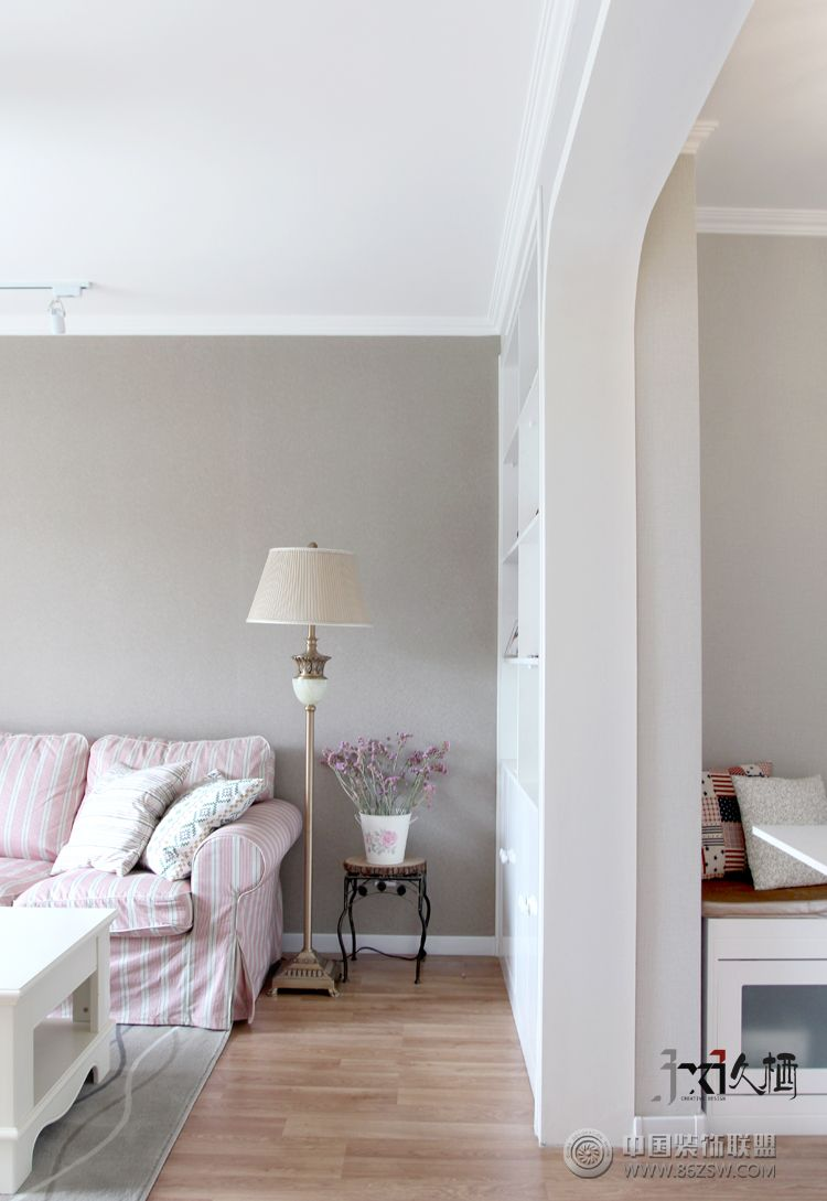 乳膠漆溫馨浪漫客廳裝修圖片