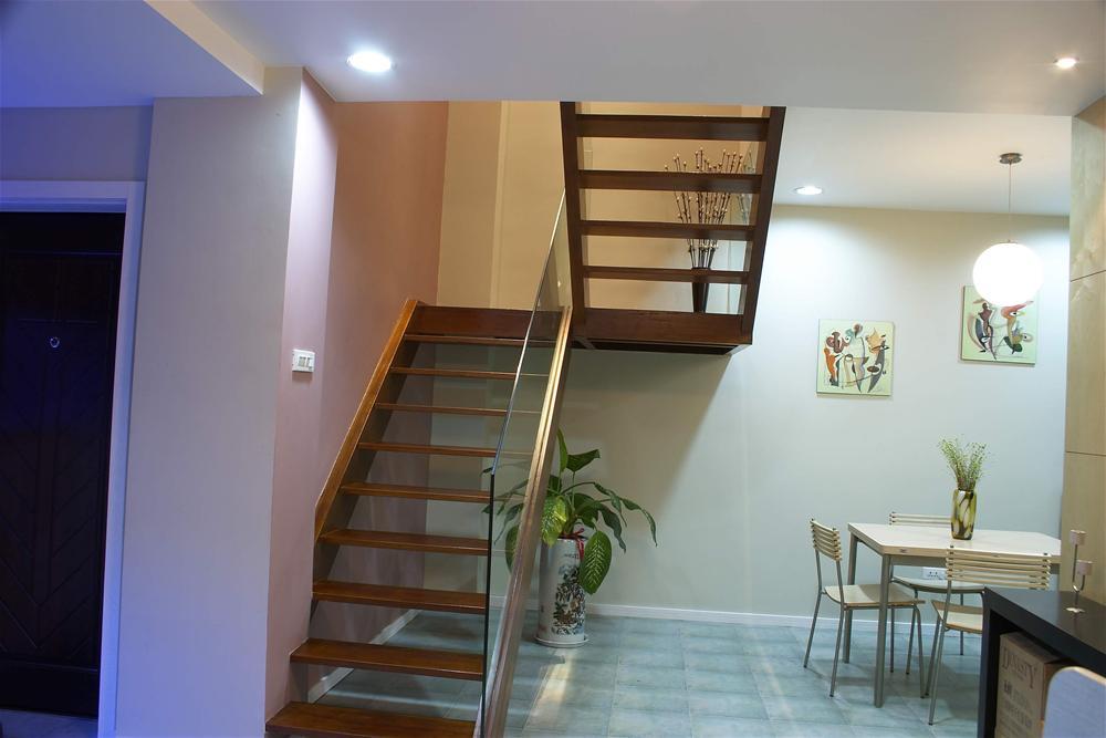 小阁楼照片简装修-楼梯图片欣赏1 客厅装修效果图